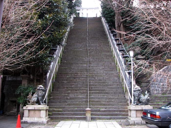 1024px Stairs to Atago jinja Tokyo