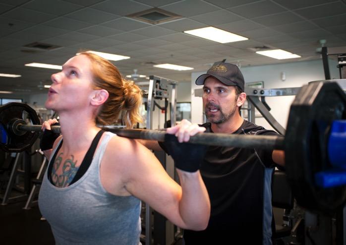 #445 ウエイトトレーニング中にアスリートに「キューイング」を与える時は、動作を修正することだけでなく、良い動きを褒めることも意識する