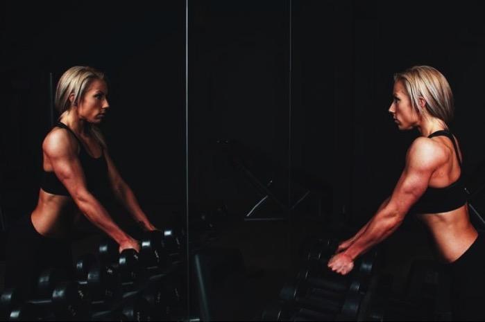 #367 【アスリート向け】ウエイトトレーニング中に鏡を見るべきか見ないべきか?