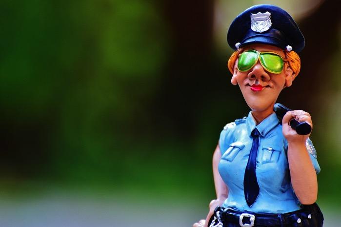 Policewoman 985045 1280